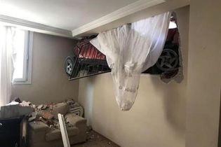 В Турции машина припарковалась в стене дома
