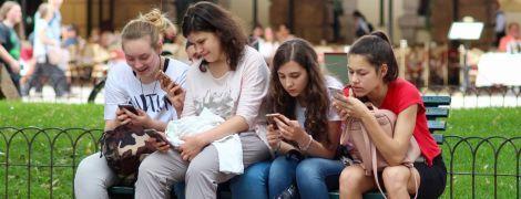 Американські вчені знайшли зв'язок між зловживанням соцмережами та розладом у підлітків