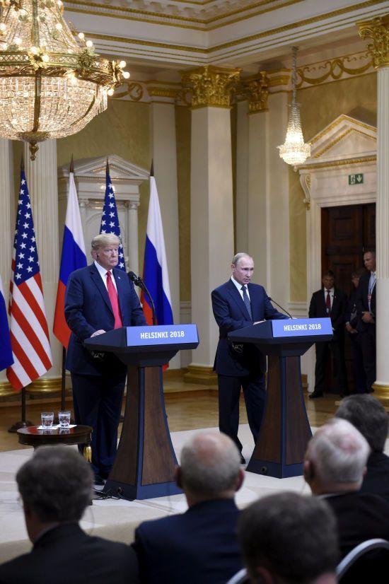 Парад поправок: як Трамп і Путін коригували свої скандальні заяви на прес-конференції