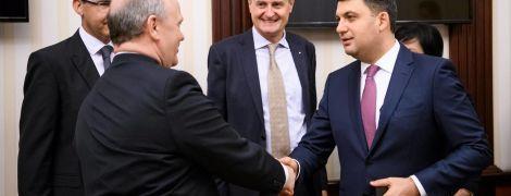 Гройсман обсудил с руководством Renault возведение завода в Украине