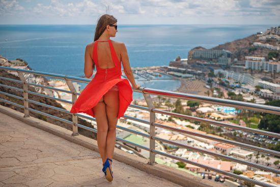 Чарівна прогулянка сорому. Житель Мальорки знімає ранкові відео про туристів-гульвіс
