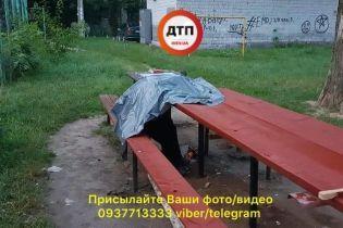 Смертельное ЧП: в Киеве прямо на лавочке умер мужчина