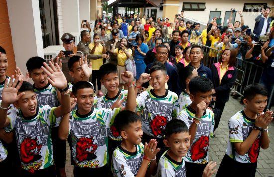 Врятовані з печери в Таїланді діти вперше розповіли, як прожили більше тижня без їжі та води