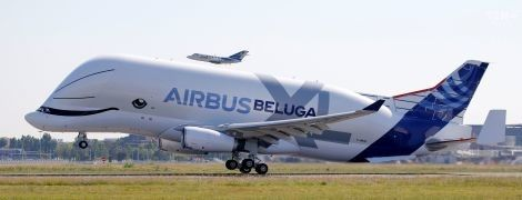 Кит у небі: вантажний літак Beluga XL вперше здійнявся у повітря
