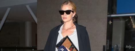 В джинсах и с клатчем Gucci: Рози Хантингтон-Уайтли в стильном образе попала в объективы папарацци