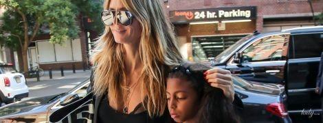 Засветила белье: стильная Хайди Клум прогулялась с дочерью по Нью-Йорку
