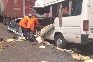 """Водитель маршрутки """"Киев-Ровно"""" настоял, чтобы взять в смертельный рейс семью с двумя детьми"""