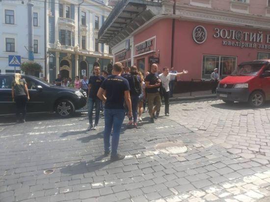У Чернівцях перекрили рух через ЛГБТ-фестиваль