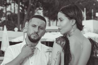 Тепер на обкладинці глянцю: Надя Дорофєєва у сексуальному боді з декольте, MONATIK у стильному піджаку