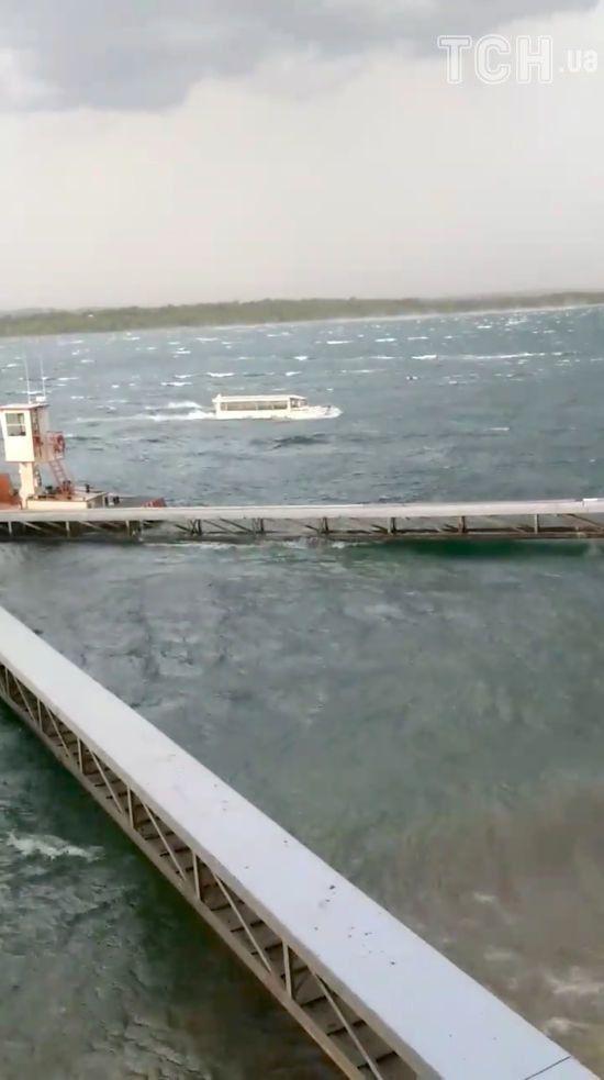 Рятувальники дістали 17 загиблих з озера в Міссурі, де затонув туристичний човен