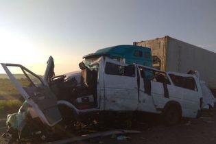 Полиция задержала водителя грузовика, в который влетела маршрутка с белорусами на Николаевщине