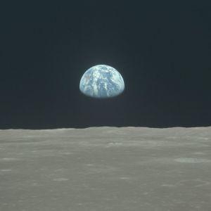 Місячна Одіссея. Перший крок людини у космосі
