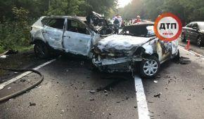 На виїзді з Києва родина з трьох людей згоріла живцем