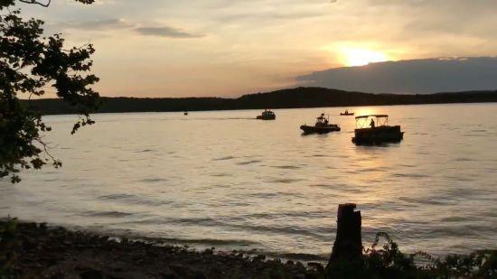 Смертельна недбалість: туристів потонулого у Міссурі човна переконали не вдягати рятувальні жилети