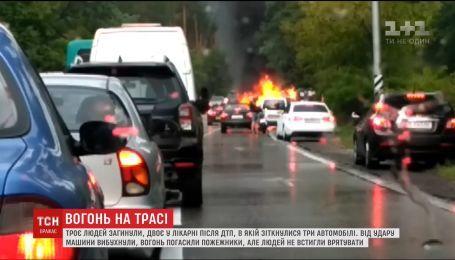 Внаслідок ДТП на Старообухівській трасі у Києві загинула родина, двоє людей перебувають у лікарні
