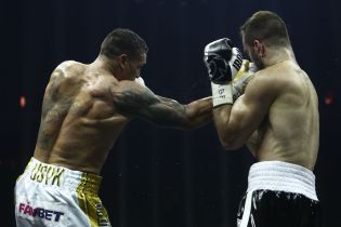 Усик побив Гассієва і став абсолютним чемпіоном світу