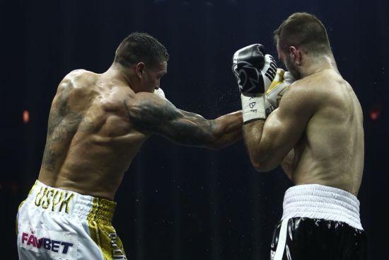 Усик побил Гассиева и стал абсолютным чемпионом мира