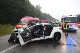Масштабна аварія в Німеччині. На мокрій трасі зім'яло 10 автівок, 4 людини загинули
