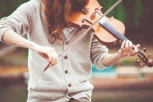 Во Львове подстрелили девушку, которая играла на скрипке возле собора