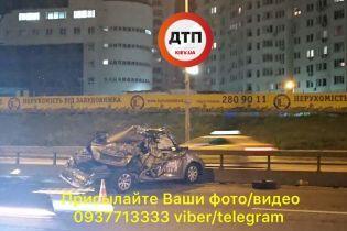 В Киеве на проспекте Бажана столкнулись микроавтобус и авто