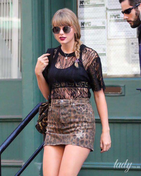 Конфуз насцене: Тейлор Свифт упала вовремя концерта