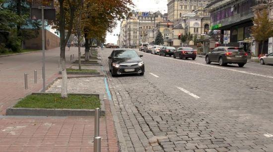 """У Києві вводять """"паркувальні кишені"""". У КМДА показали, як правильно ними користуватися"""