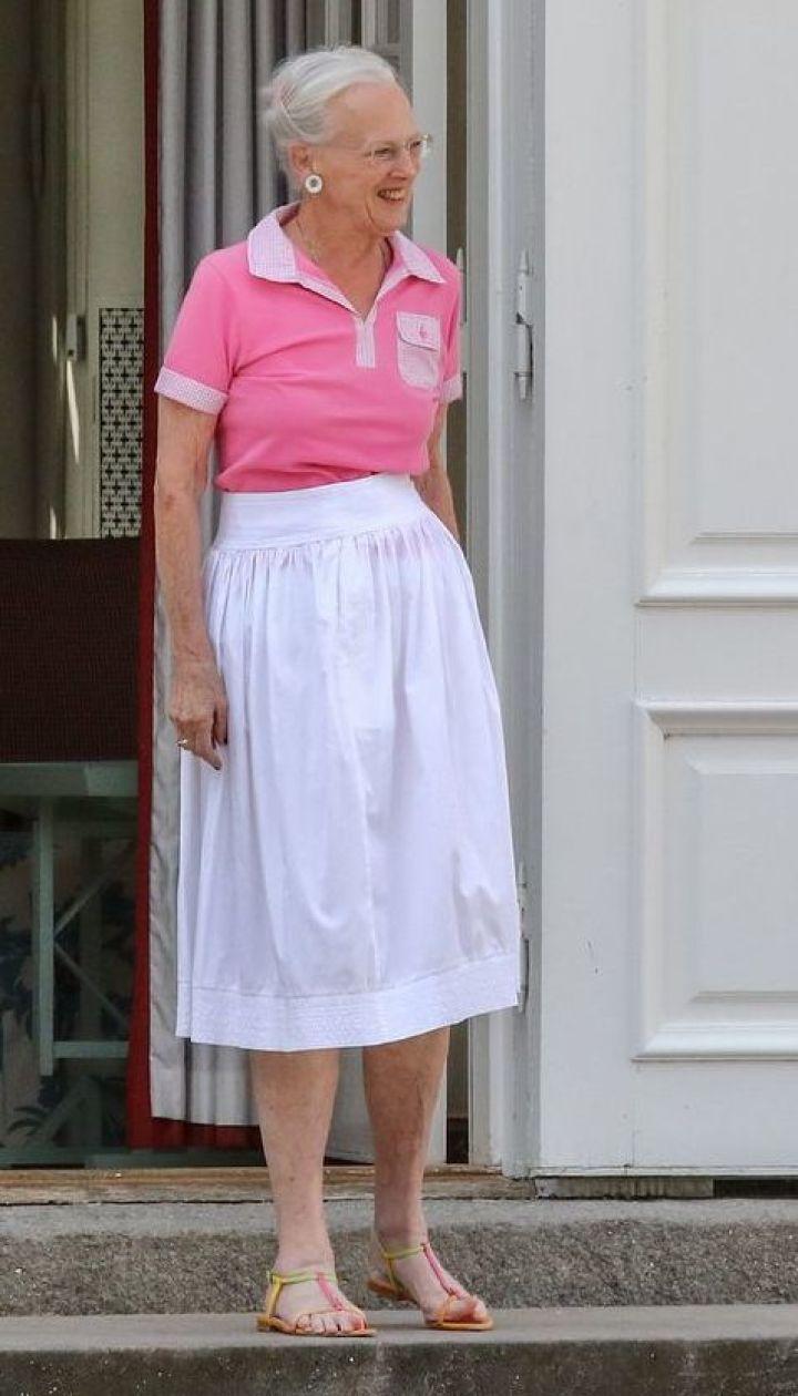 Любит розовый цвет: 78-летняя королева Маргрете II удивила образом