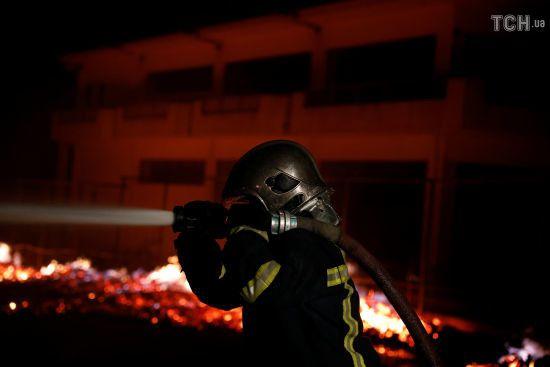 Найгірший сценарій: у Греції не вдається приборкати лісову пожежу