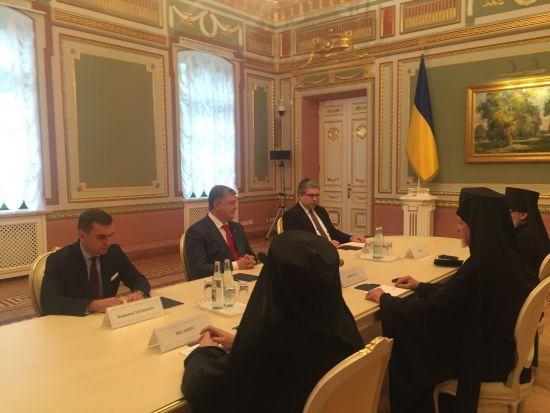 Порошенко зустрівся з делегацією Вселенського Патріарха щодо автокефалії в Україні