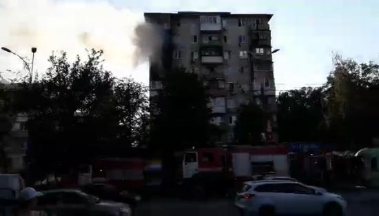 У Києві вогонь охопив житлову багатоповерхівку