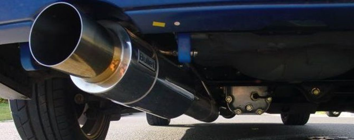 В Англії будуть штрафувати за увімкнений двигун на парковці