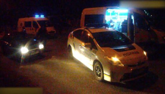 """""""Вчилась водити"""". У Запоріжжі 17-річна дівчина збила двох пішоходів та врізалась у авто патрульних"""