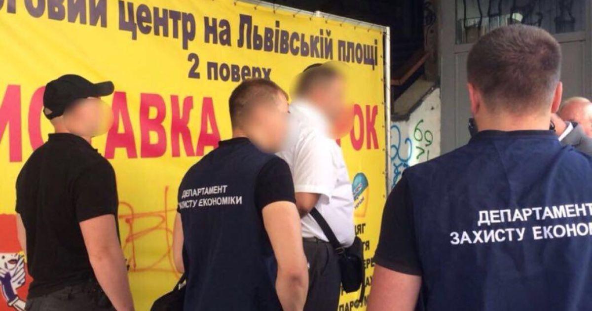 Навзятке задержали начальника Департамента налогов исборов