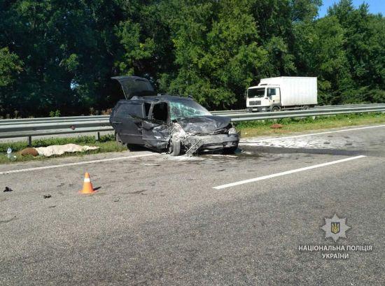 На трасі Київ – Харків у жахливій ДТП загинула жінка та постраждали діти