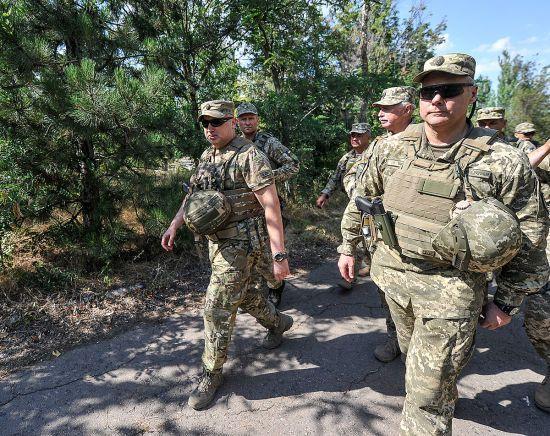 Турчинов предложил перебросить до Азовского моря дополнительные военные силы