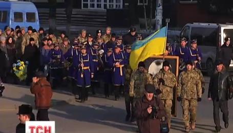 По всей Украине отметили 107 годовщину со дня рождения Степана Бандеры