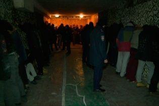 """На Житомирской кондитерской фабрике полиция задержала более 130 """"титушек"""""""