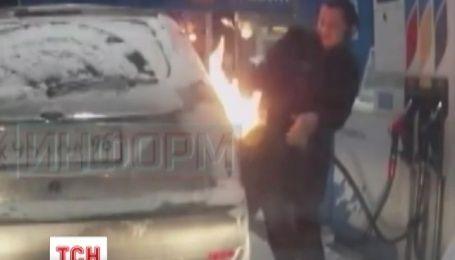 Россиянка случайно подожгла собственный автомобиль на заправке в Сургуте