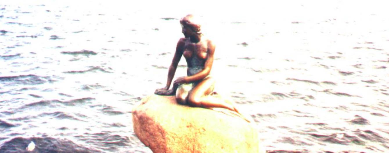 """Facebook вирішив, що відома скульптура """"Русалоньки"""" занадто оголена"""