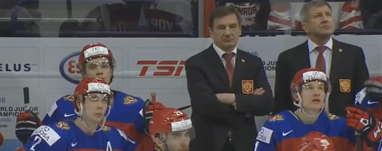 Хокеїст збірної Росії розбив ключкою руку арбітру