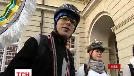 В центре Львова выступает уникальный вело-вертеп
