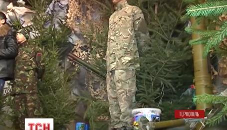 Рождественский вертеп в Тернополе дополнили военной атрибутикой