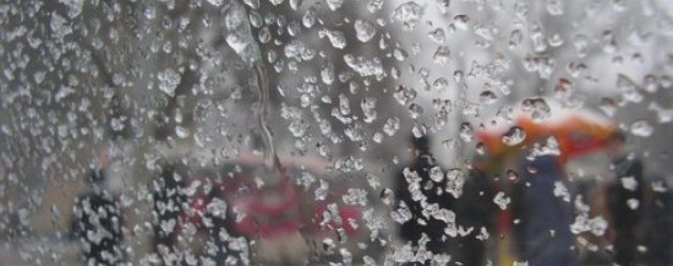 Синоптики оголосили по Україні штормове попередження