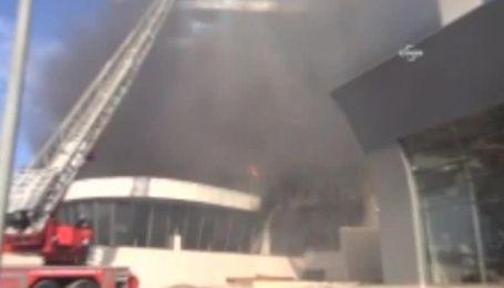 В пригороде Стамбула горит 8-этажный отель
