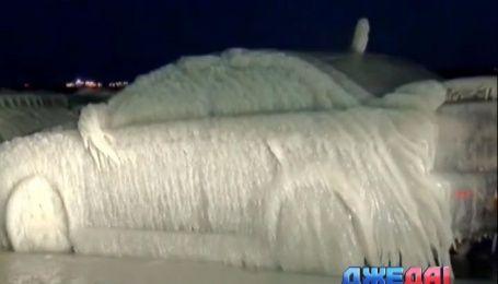 Американские автомобили за ночь непогода превратила в ледяные скульптуры