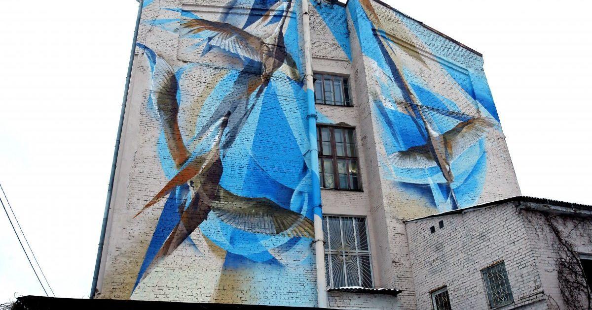 Мурал із зображенням журавлів за адресою Георгіївський провулок, 9, у Києві. @ УНІАН