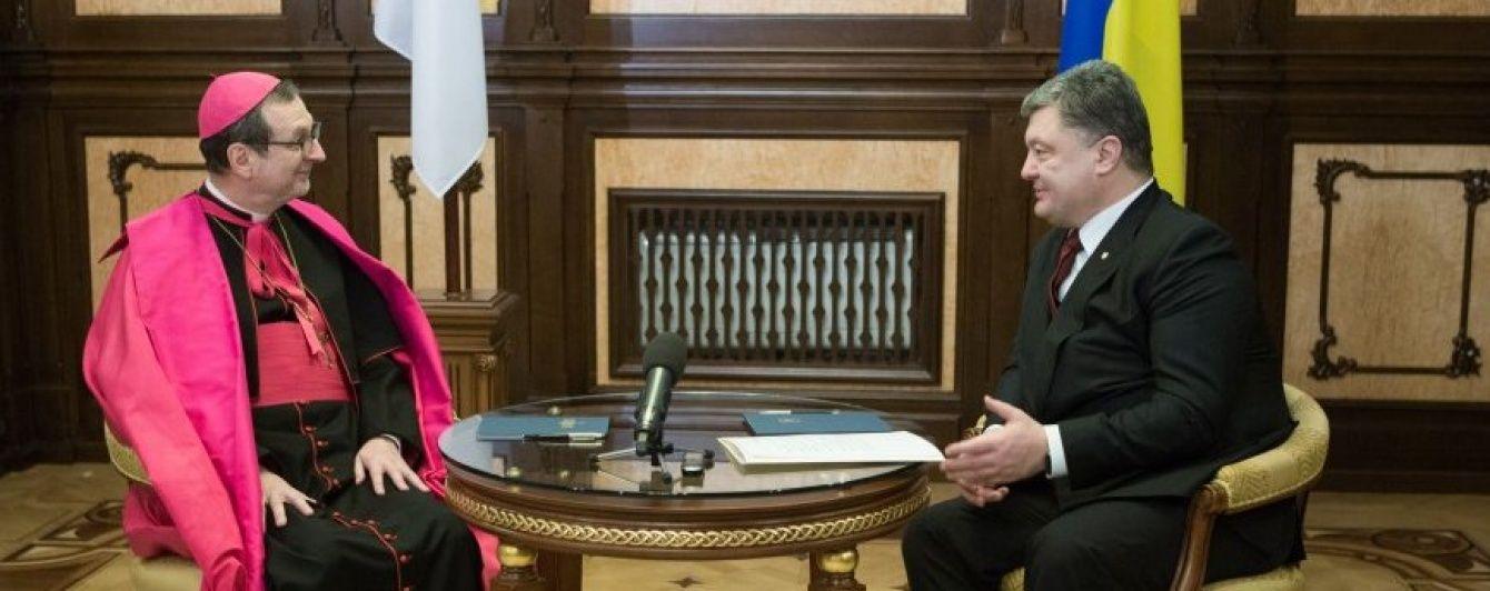 Порошенко обговорив з послом Ватикану візит Папи Римського в Україну