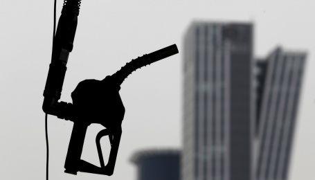 Цены на топливо существенно упали. Сколько стоит заправить авто утром 14 декабря
