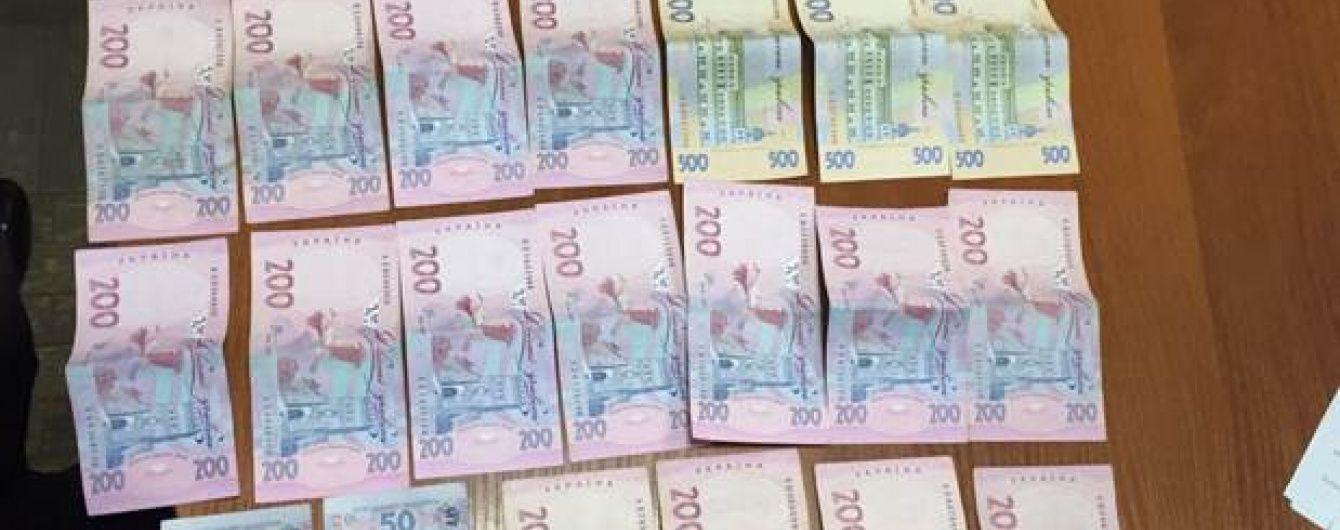 """У Києві затримали """"перевертнів у погонах"""", які оббирали столичних підприємців"""