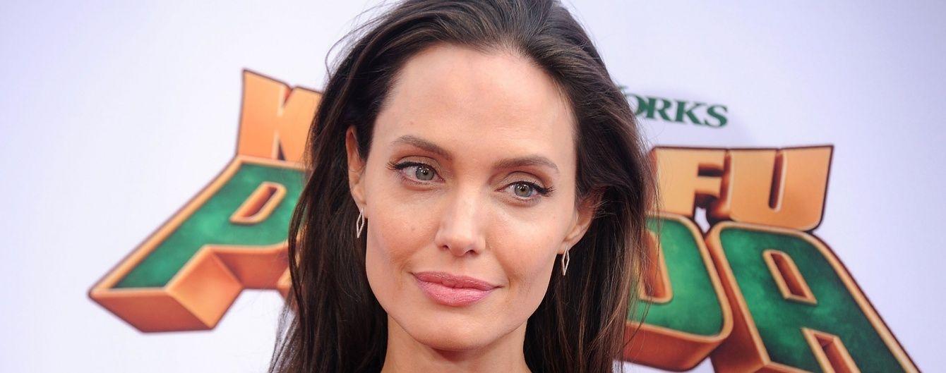"""Схудла Джолі """"заспокоїла"""" фанів присутністю на зустрічі із Генеральним секретарем ООН"""